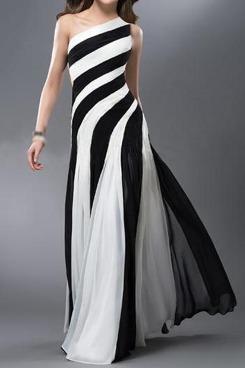 Fashion Black and White One Shoulder Maxi Dress
